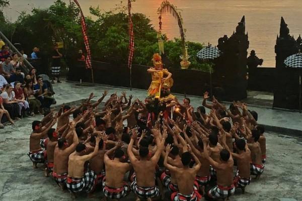 Makna yang Terkandung Dalam Tari Kecak Khas Bali