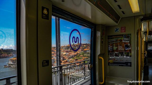 Travessia do Porto a Vila Nova de Gaia com o metrô