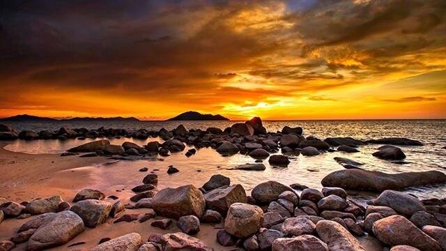 Sajak Senja di Pantai Kura kura