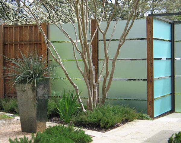 Gard modern design gard din sticla sablata structura gard modern design lux peisagist