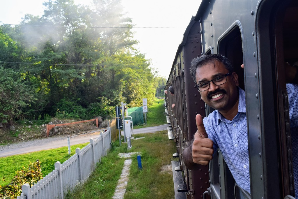 mjothi saying bye at the end of the historic train journey to Milano