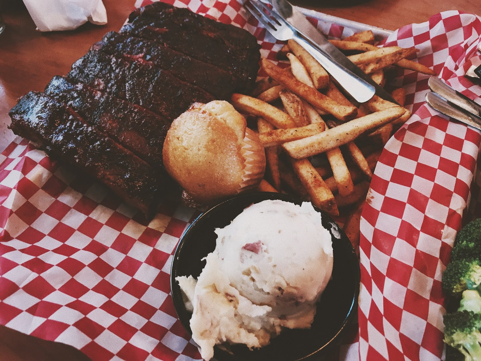 BBQ EATERY TO ADD TO YOUR SUMMER LIST | AESTE BLANC