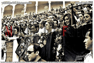 """El público llenando """"La Chata"""" y espectadoras muy guapas."""