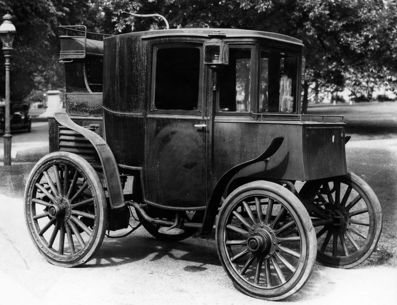 A Columbia electric car. 1899.