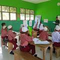 Dua Prajurit TNI Satgas Yonif Raider Khusus 136/TS Jadi Guru di Maluku Tengah