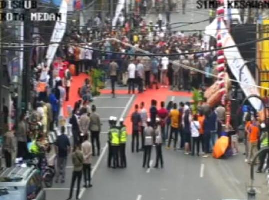 Kerumunan di Kesawan City Walk