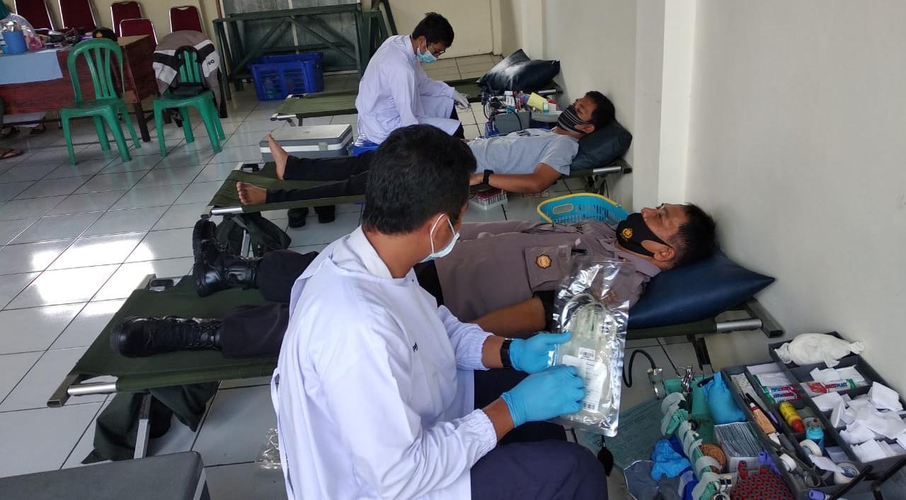 Peduli Kemanusiaan Anggota Polsek Kutasari Ikuti Donor Darah