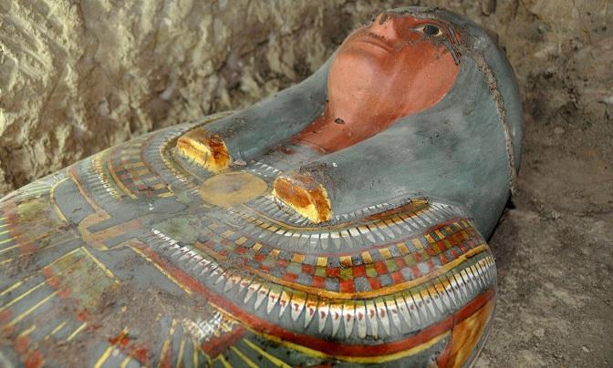 Un ancien sarcophage appartenant à un homme de haut rang découvert près de Louxor