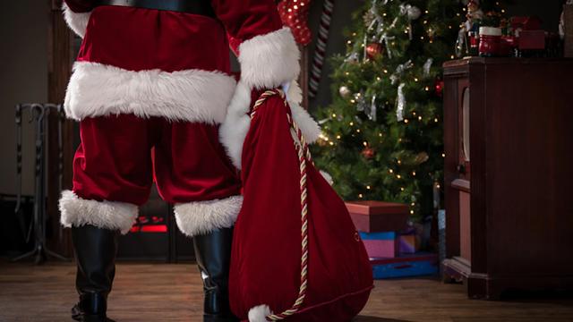 Feds Halt Coronavirus Vaccine Awareness Campaign That Included Santa, Report Says