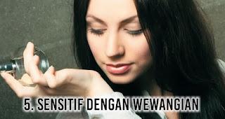 Sensitif dengan Wewangian merupakan salah satu tanda tubuh banyak racun