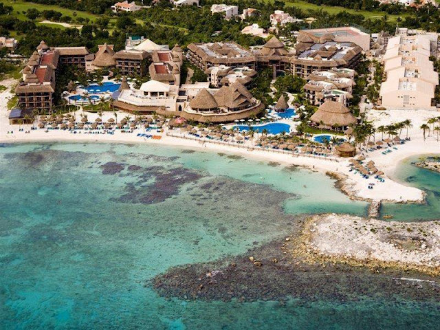 The Caribbean Sea's turquoise waters can be seen from Catalonia Yucatan Beach - All Inclusive Hotel. Come and get ready to spend some unforgettable days in the heart of the Mayan Riviera, surrounded by marvelous landscapes and seductive, white sand beaches.