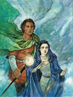 Mago vestido de rojo con capa verde y sacerdotisa con capa azul.