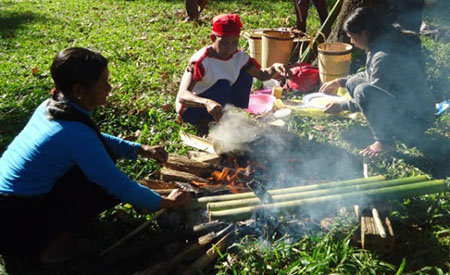 Trong Lễ hội của ĐBDTTS ở Kon Tum không thể thiếu món cơm lam