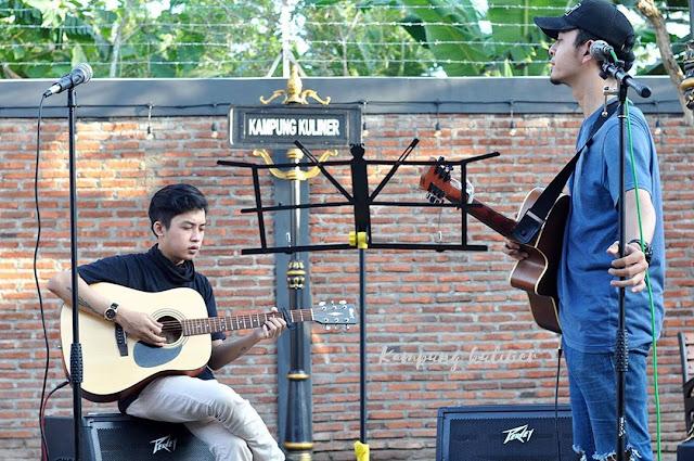 Live Music Acoustik di Kampung Kuliner Kroya