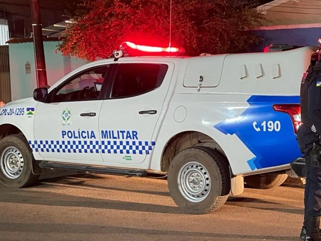 Vó dá surra de vara em neto após ele ser preso pilotando motocicleta furtada de policial penal