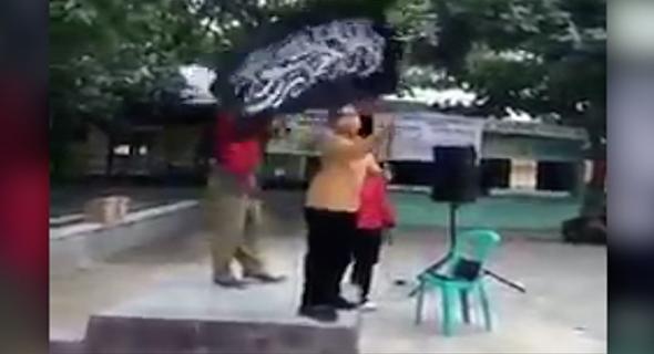 Netizen Heboh, Ada Video Bocah SD Kibarkan Bendera Hitam Huruf Arab