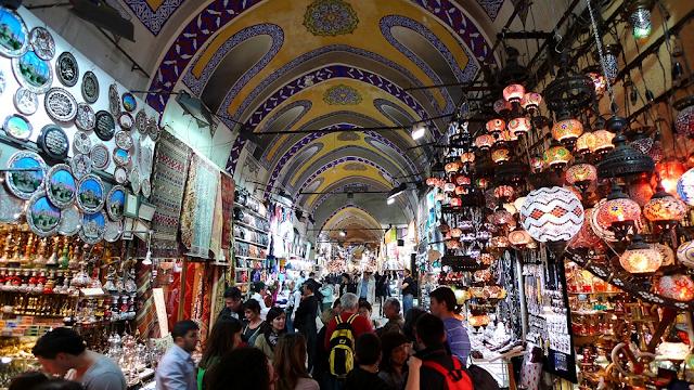 Membeli Oleh-Oleh di Pasar Tradisional