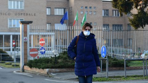 السلطات الايطالية تتدارس إجبار مرضى كورونا على العلاج داخل المستشفيات..فهل تنجح؟