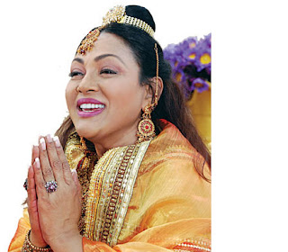 Geetha for getting plugged to Mahinda to lose her organizer post