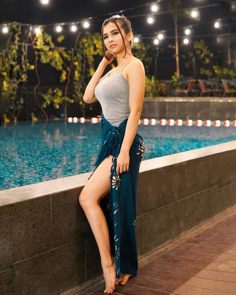 Indoensian Sexy Sportcaster Maria Vania
