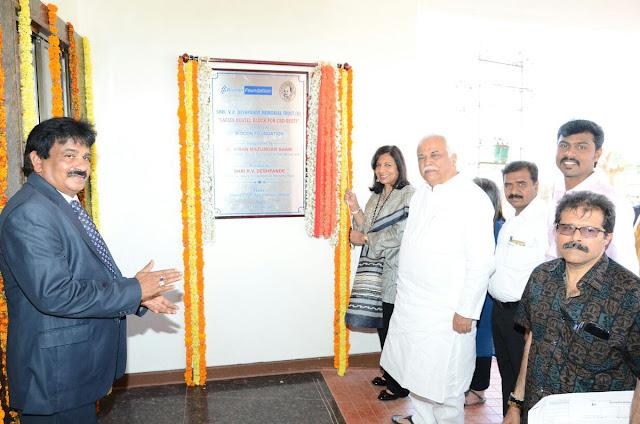 Kiran Mazumdar Shaw unveiling the plaque at CBD RSETI Ladies Hostel