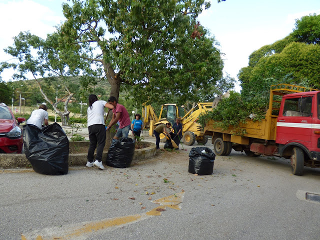 Μέχρι και εθελοντές από το Άργος συμμετείχαν στον ευπρεπισμό του προαυλίου στο Κέντρο Υγείας Λυγουριού