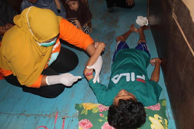 Petugas Home Care Dinkes Sinjai Kunjungi Warga Gizi Kurang di Pulau Persatuan
