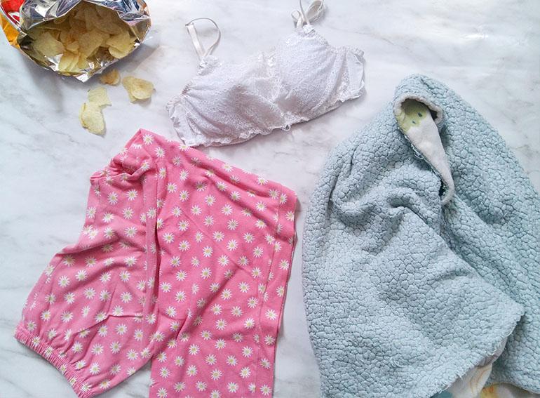 Bralette netflix sleepwear pijamas blanket snacks