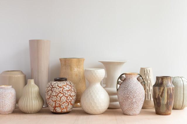 Inspirasi rumah cantik vas bunga atau guci, foto: unsplash.com