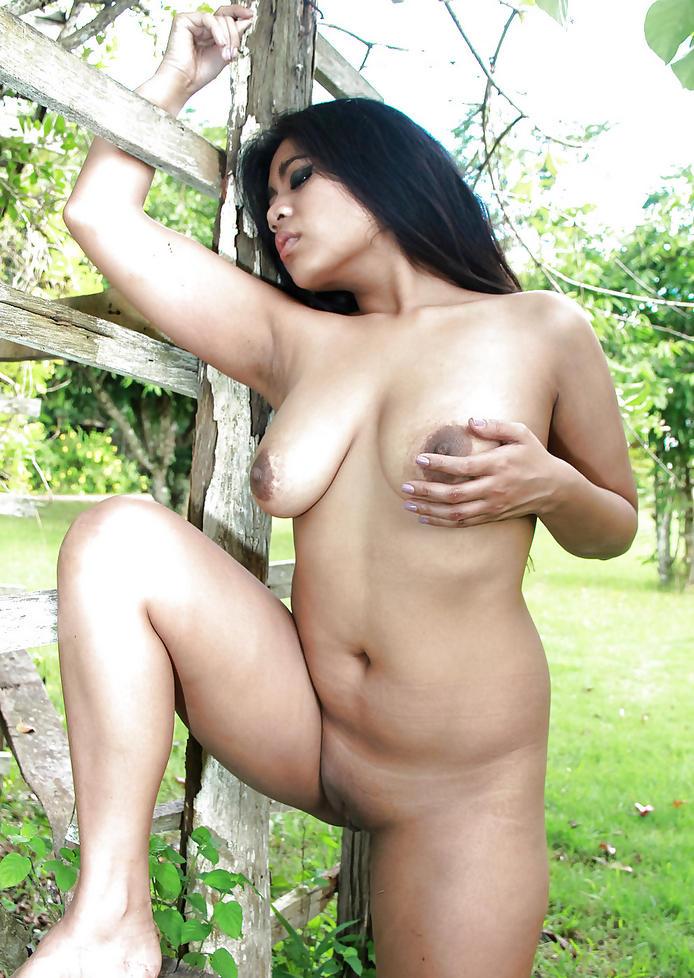 cewek telanjang kulit hitam manis punya toket brutal puting hitam dan memek hitam tanpa bulu,model bokep