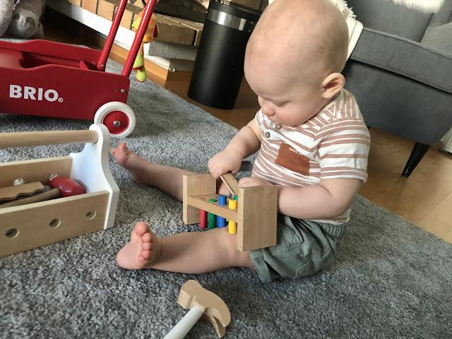 Leikeissä on alkanut olla mukana jo useampia leluja kerralla sekä ihan oikeaa leikin tuntua