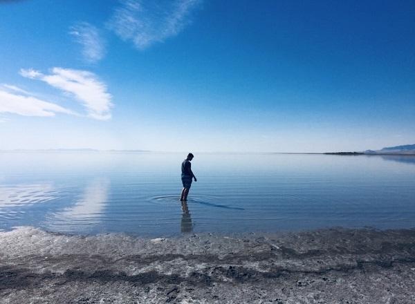 Unser Sohn Pascal im Wasser der Großen Salzseen bei Salt Lake City in Utah!