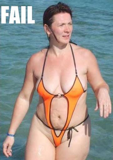 Những hình ảnh diện bikini khoét toàn chỗ hiểm khiến CĐM nhức nhối