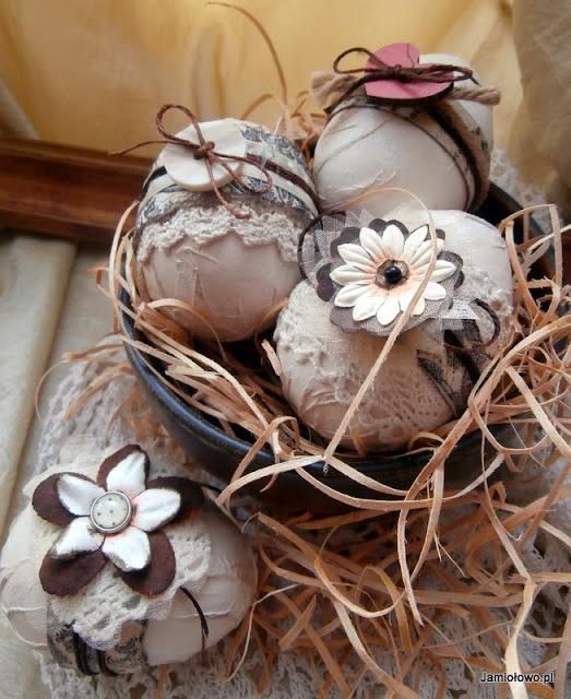 nietypowe kolory wielkanocnych jajek