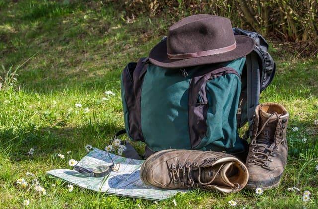 Jangan gunakan tas dengan beban berlebih untuk mencegah bekas jerawat
