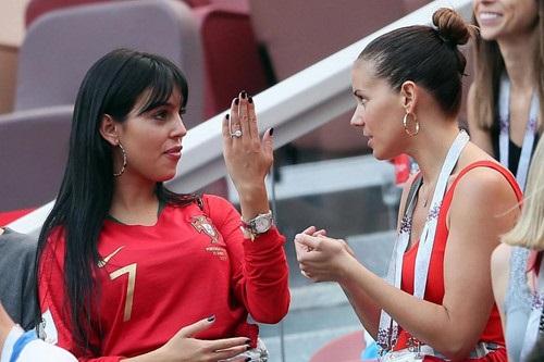 Cô Georgina Rodriguez khoe chiếc nhẫn cưới 1 triệu USD mà Ronaldo tặng