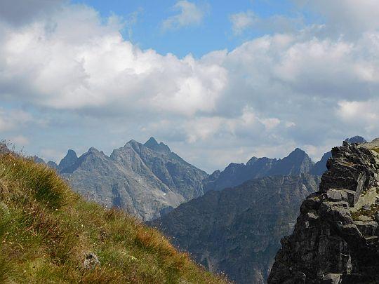 Rysy i okoliczne szczyty z podejścia na Zadni Granat.