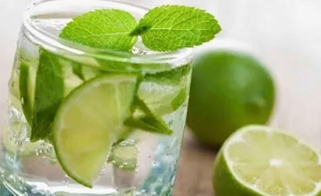 Beneficios de tomar agua con limón y así eliminar las toxinas