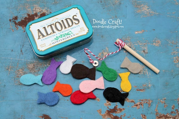 Magnetic fishing kit in altoid tin diy