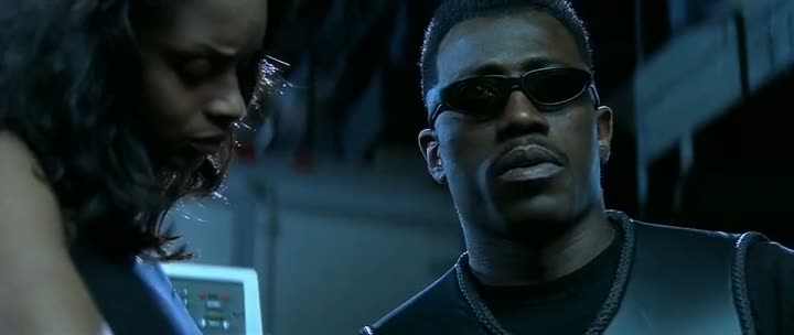 Screen Shot Of Blade (1998) Dual Audio Movie 300MB small Size PC Movie