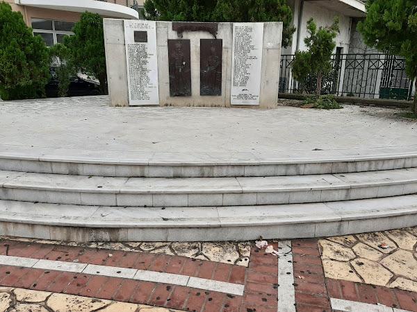 Παραμονή της Εθνικής Επετείου 28η Οκτωβρίου και το μνημείο της Εθνικής Αντίστασης βρίσκεται σε αυτά τα χάλια...(καταγγελία)