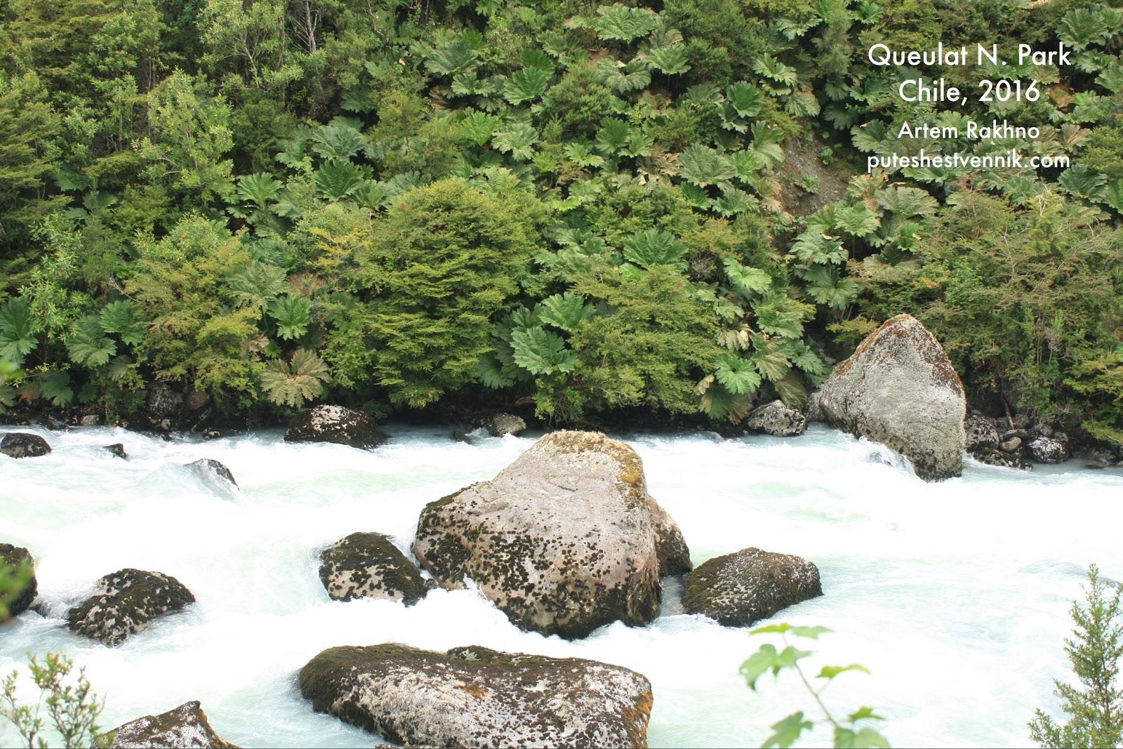 Горная река белого цвета в Чили