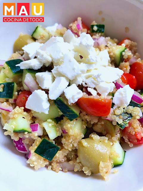 ensalada quinoa griega lunes sin carne meatless monday receta facil