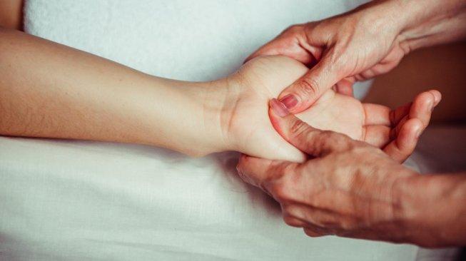 Tangan Sering Pegal, Lakukan Cara Ini Untuk Menyembuhkan nya