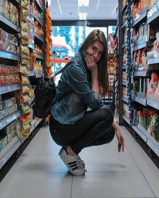 pose en supermercado