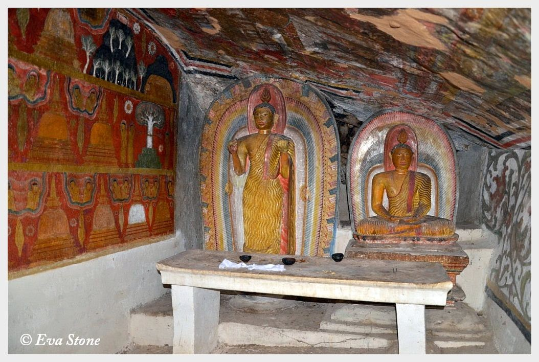 Eva Stone photo, frescoes, caves, interior, Kandyan period, Buddha statues, Bambaragala Rajamaha Vihara