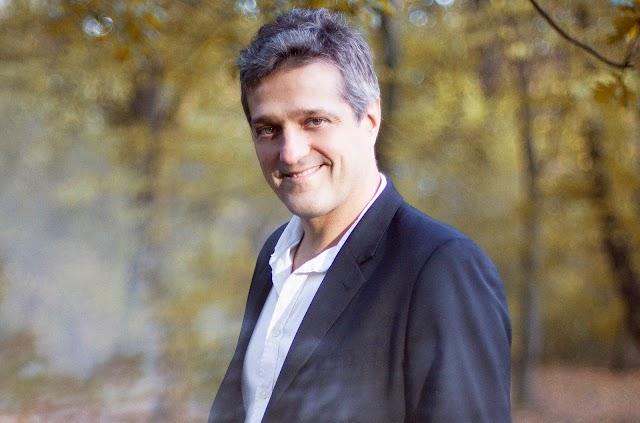 Alejandro Lorente, presentó Teatro de familia
