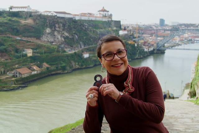com o nº 8 às margens do rio Douro
