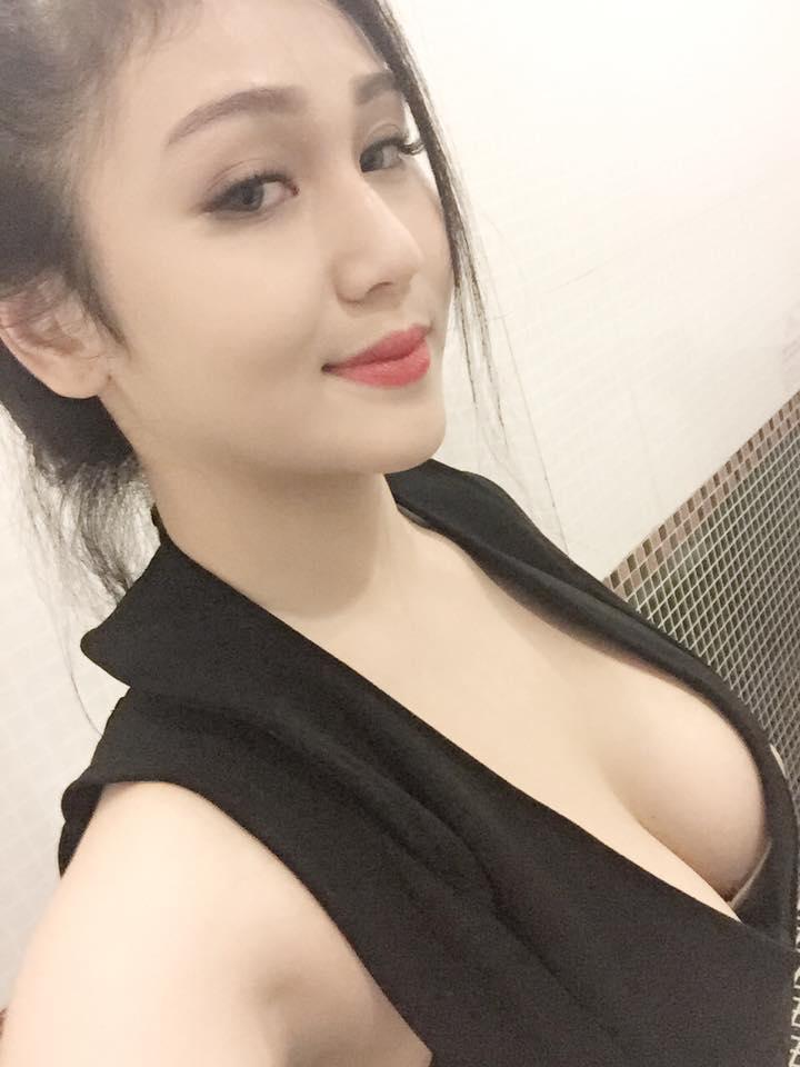 Thúy Vy hot girl hàng vếu khủng