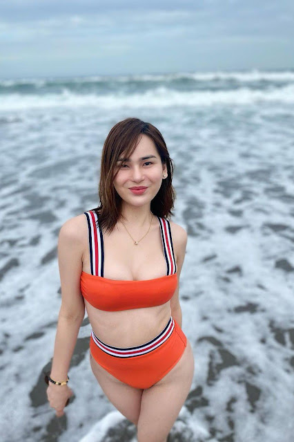 Hot and sexy big boobs photos of beautiful busty asian hottie chick Pinay booty freelance model Maria Kendall Pineda photo highlights on Pinays Finest sexy nude photo collection site.